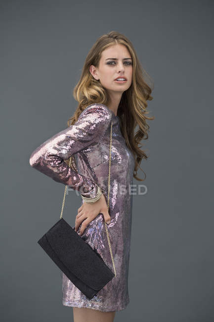 Portrait of stylish female model posing with purse — Stock Photo