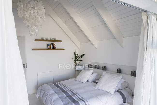 Interior of modern cozy light bedroom — Stock Photo