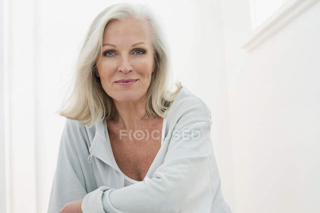 Portrait of elegant senior woman smiling — Stock Photo