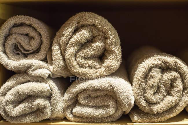 Close-up de pilha de toalhas, foco seletivo — Fotografia de Stock