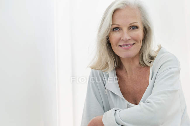 Portrait of elegant senior woman smiling at camera — Stock Photo