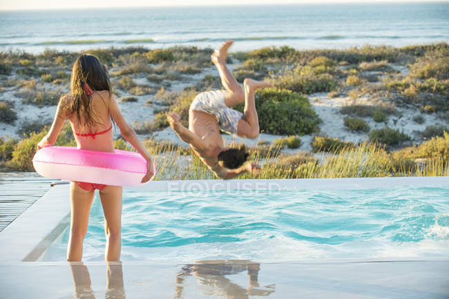 Couple enjoying in swimming pool on beach — Stock Photo