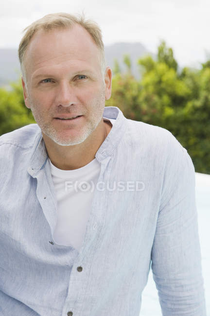 Close-up of thoughtful mature man outdoors — Stock Photo
