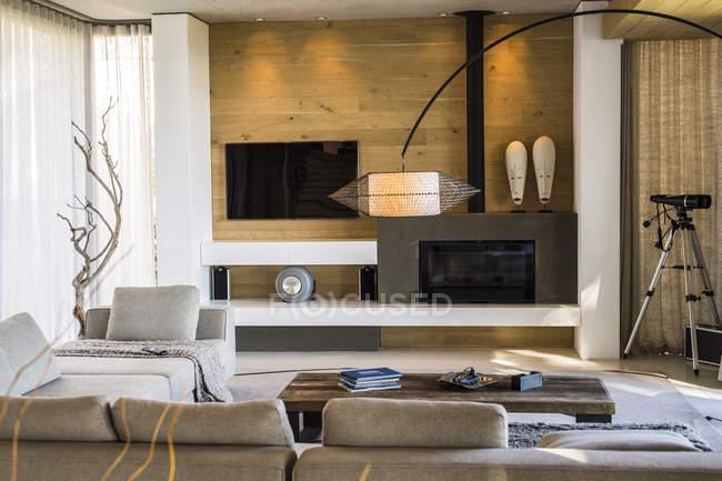 Intérieur du salon moderne et élégant — Photo de stock