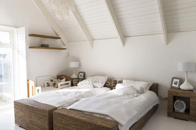 Interior of modern light bedroom with two single beds — Stock Photo