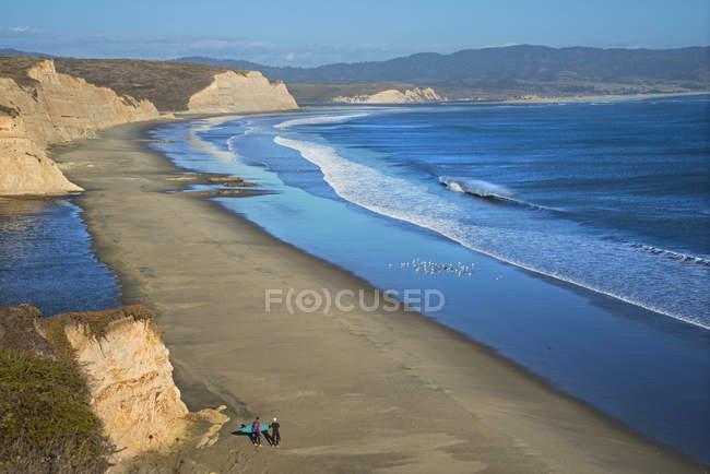 View of sunny Drakes Beach, Point Reyes National Seashore, California, USA — Stock Photo