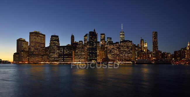 Usa, Nueva York, la ciudad a la luz de Wall Street - foto de stock