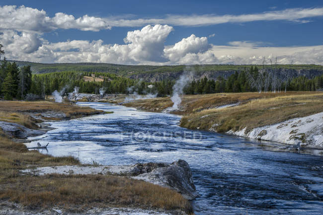 Grand Geyser run-off, Upper Geyser Basin, Yellowstone National Park, Wyoming, États-Unis d'Amérique, Amérique du Nord — Photo de stock