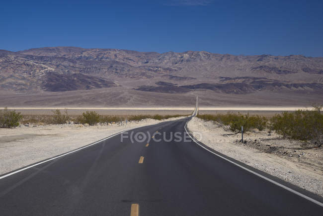 Sinuous road and barren landscape, Death Valley, Nevada, California, USA — Stock Photo