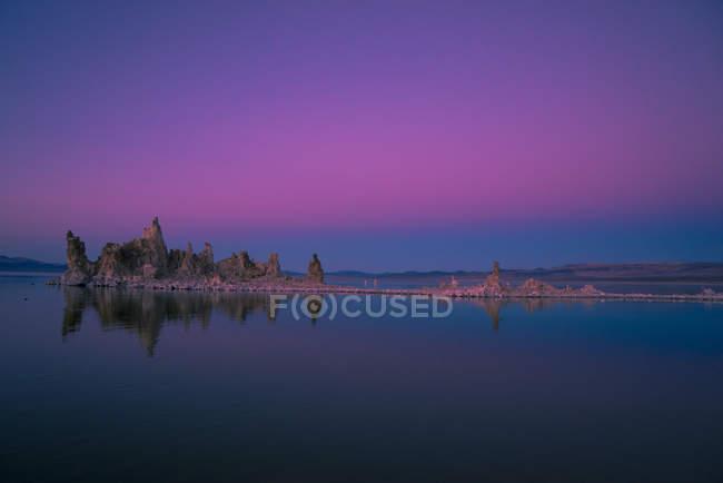 Tufa formations in Mono Lake at sunset, California, USA — стоковое фото