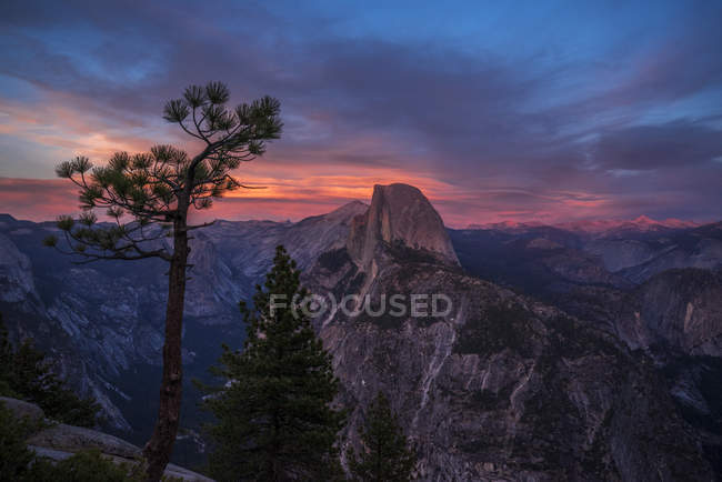Rocky Half Dome and Yosemite Valley at dusk, Yosemite National Park, California, United States of America, North America — Stock Photo