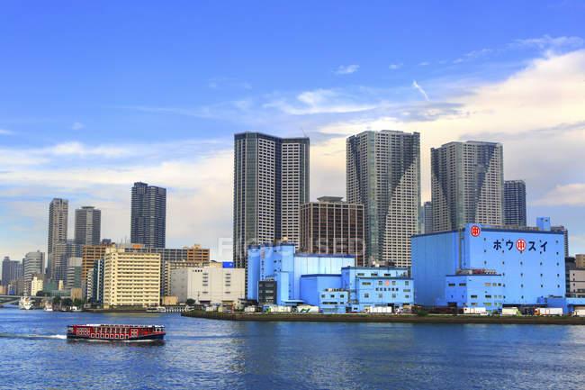 Toyosu Fishermens Wharf e Tokyo torri — Foto stock