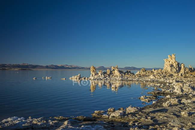 Tufa formations in Mono Lake, California, USA — стоковое фото