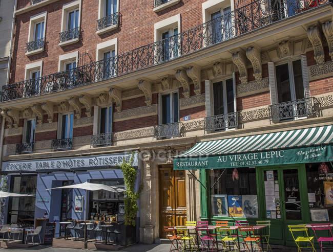 Restaurants et cafés terrasses à France, Paris — Photo de stock