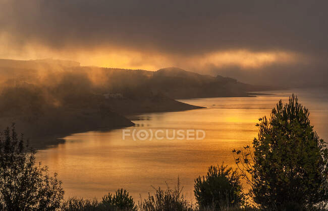 Spain, Pyrenees, Autonomous community of Aragon, Yesa irrigation dam on the Aragon river at sunrise — Stock Photo