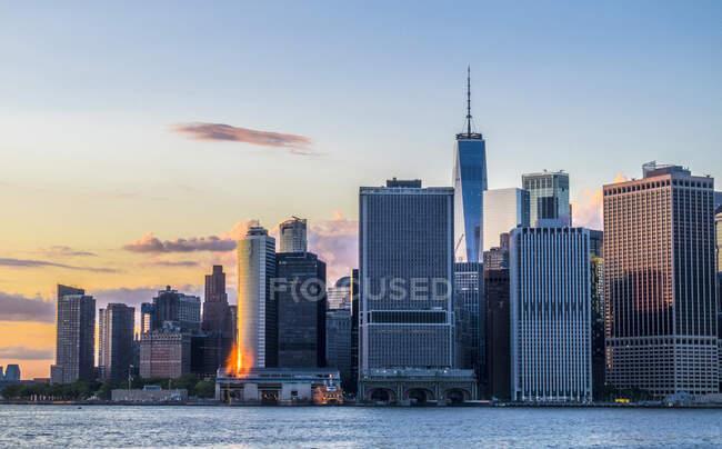 Usa, Nueva York, Manhattan, Skyline panorama de Jersey City - foto de stock