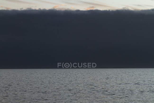 Франція, Бає де Бургнеф, 44, хмарна погода вночі. — стокове фото