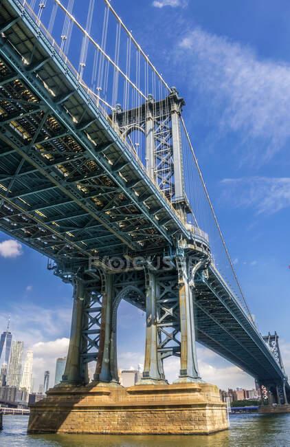 Estados Unidos, Nueva York, Manhattan Bridge (1909) entre Brooklyn y Manhattan - foto de stock