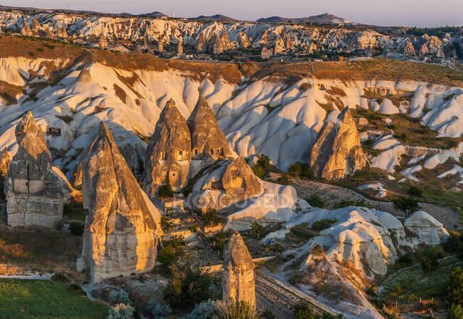 Турция, Национальный парк Греме и скальные места Каппелии, туфлевые шишки и пещеры (Всемирное наследие ЮНЕСКО)) — стоковое фото