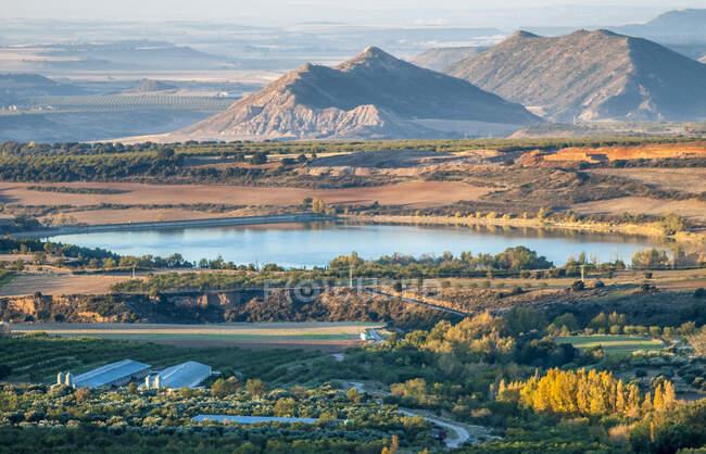 Espagne, Communauté autonome d'Aragon, province de Huesca, plaine agricole de Loarre, réservoir de Sotonera — Photo de stock