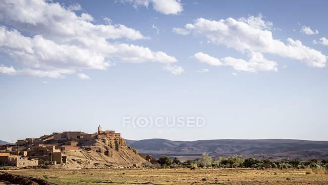 Старый исторический город на холме, в горах, Amerzgane, Марокко — стоковое фото
