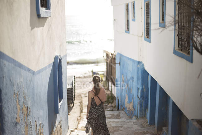 Woman on steps of traditional coastal African village of  Taghazout, Morocco — Stock Photo
