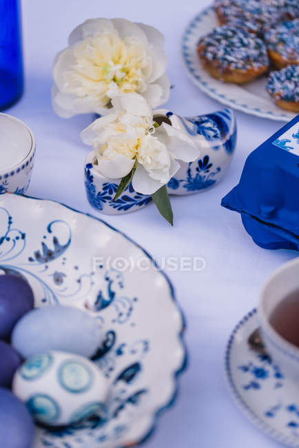 Easter table with eggs and dish with muffins in blue, detail — Stock Photo