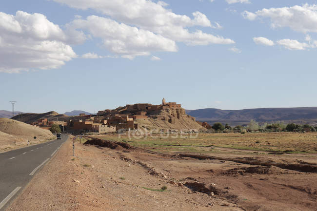 Natural arid landscape and village in desert of Amerzgane, Morocco — Stock Photo