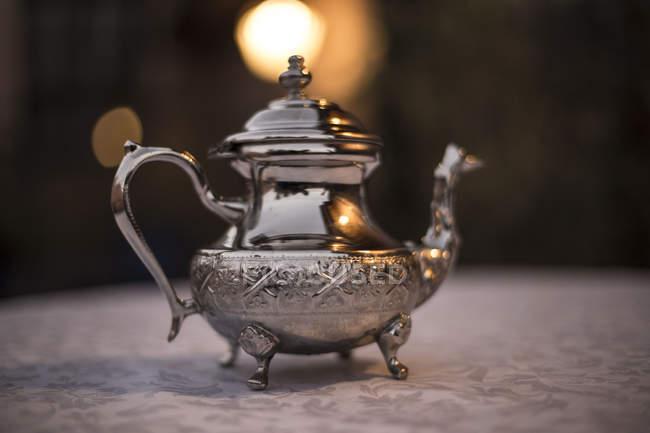 Vintage silver teapot on table in Quarzazate, Morocco — Stock Photo