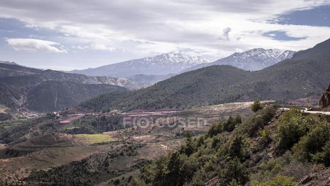 Paysage rural de la nature par une route rurale à Taddart, Maroc — Photo de stock