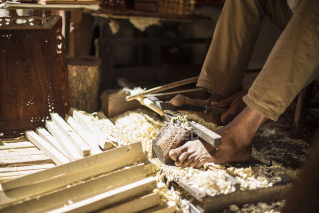 Close-up of traditional artisan woodworking in Marrakesh, Morocco — Stock Photo