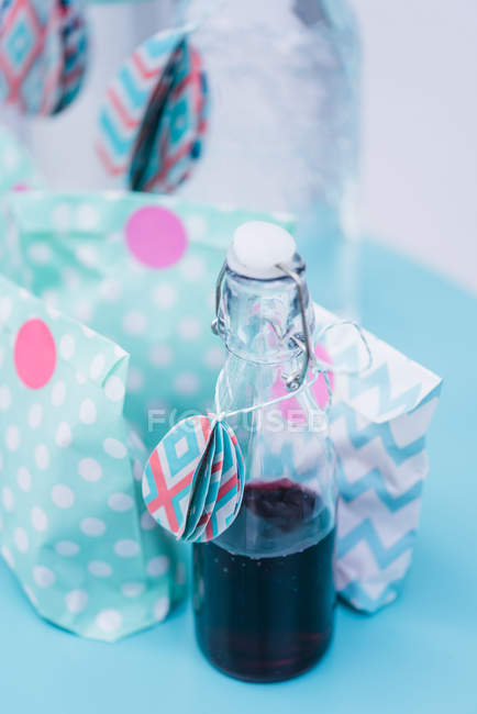 Easter decoration of paper bags and bottle of drink — Stock Photo