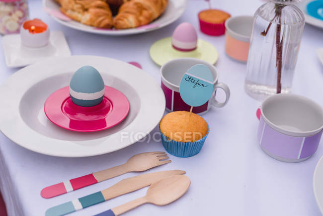 Colorful decorated easter setting table — Stock Photo
