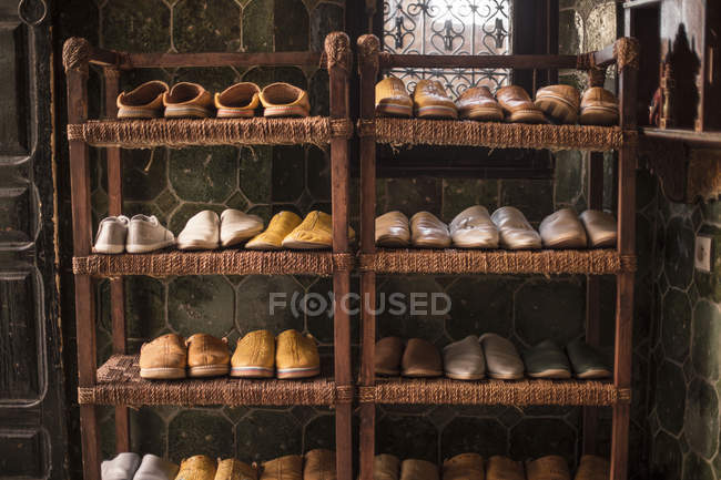 Traditional Arabic shoes on shelves indoors — Stock Photo