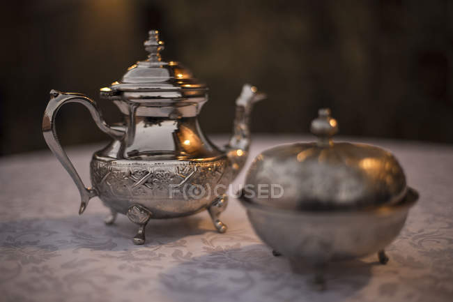 Vintage silver teapot and pot on table in Quarzazate, Morocco — Stock Photo