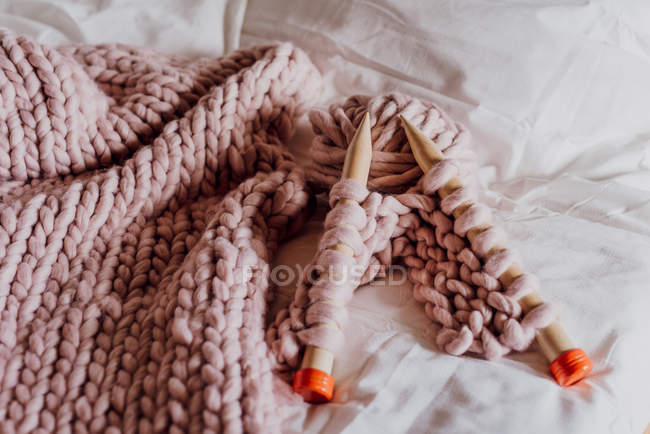 XXL knitting with huge needles in pink pastel tones — Stock Photo