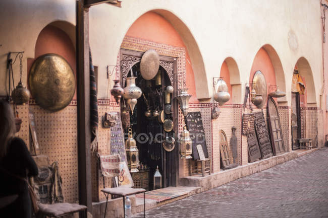 Handicraft shop in old street of Marrakesh, Morocco — Stock Photo