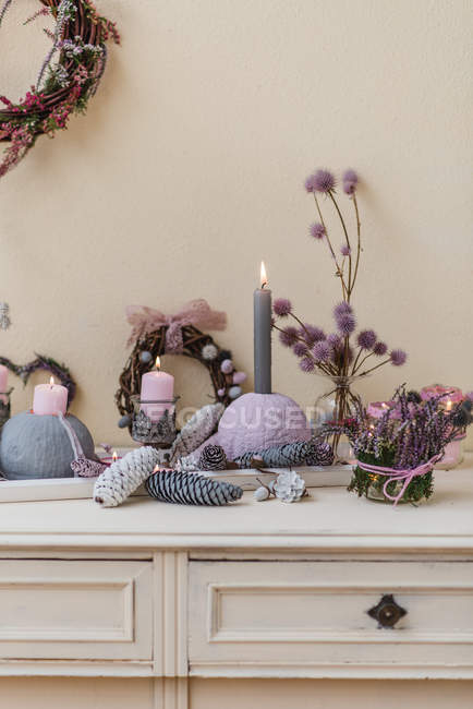 Sideboard autumnal decoration with natural materials in pastel colors — Stock Photo