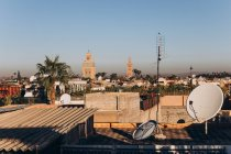 Amazing Marrakesh cityscape with traditional houses, mosque and minaret at sunny day, Morocco, Africa — Stock Photo