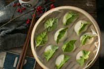 Top view of delicious traditional chinese dumplings in bowl on table — Stock Photo