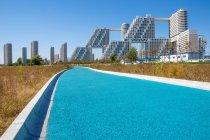 Sorprendente architettura urbana nella giornata di sole a Qinhuangdao, Hebei, Cina — Foto stock
