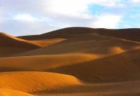 Increíble paisaje con dunas de arena en el desierto, Xinjiang, China - foto de stock