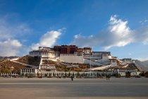 Чудова стародавня архітектура в Тибеті. — стокове фото