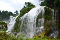 Beautiful landscape with Detian Waterfall of Guangxi Region, China — Stock Photo