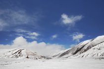 Beautiful Yala snow-covered mountain of Tagong grassland, Sichuan province, China — Stock Photo