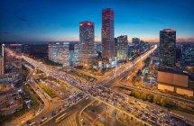 Vista aérea de la escena nocturna del edificio del CBD en Beijing - foto de stock