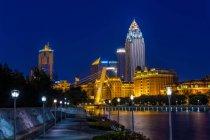 Vue de nuit de la rivière Haihe dans la ville de Tianjin, Chine — Photo de stock
