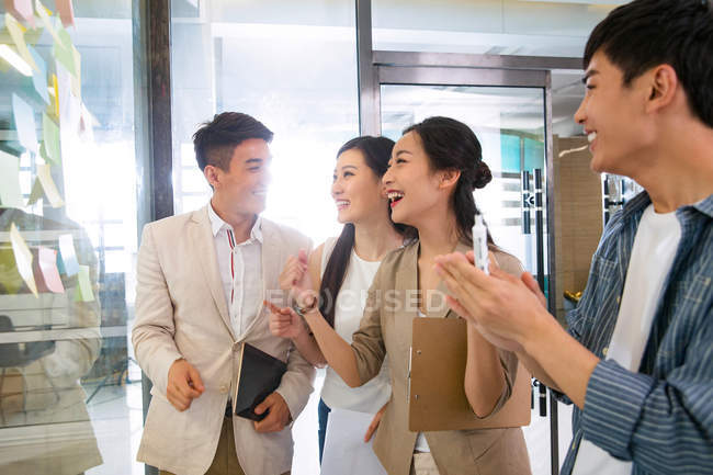 Young professional asian businesspeople talking in office — Stock Photo