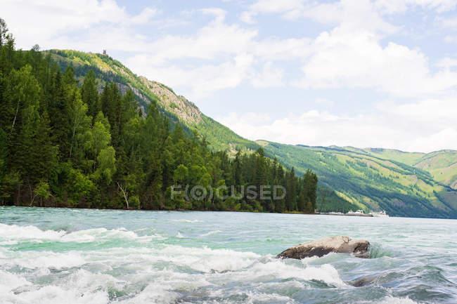 Bela paisagem em Xinjiang Kanas National Geopark, Burqin County, China — Fotografia de Stock