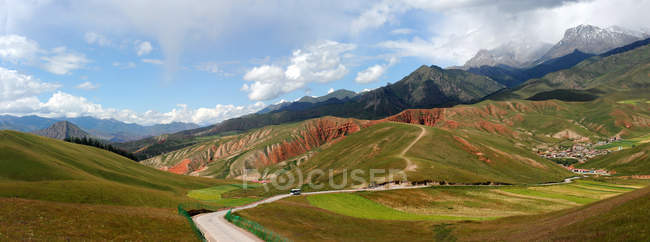 High angle view of rural road and scenic qinghai-tibet plateau — Stock Photo